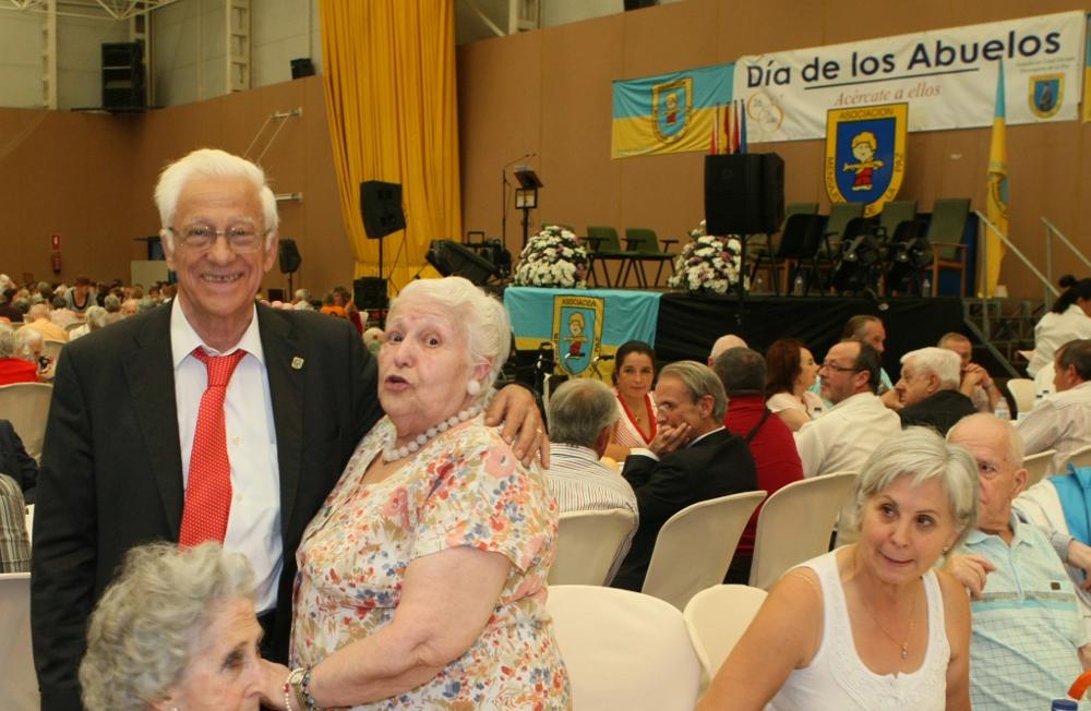 Abuela y padre angel en el dia de los abuelos md