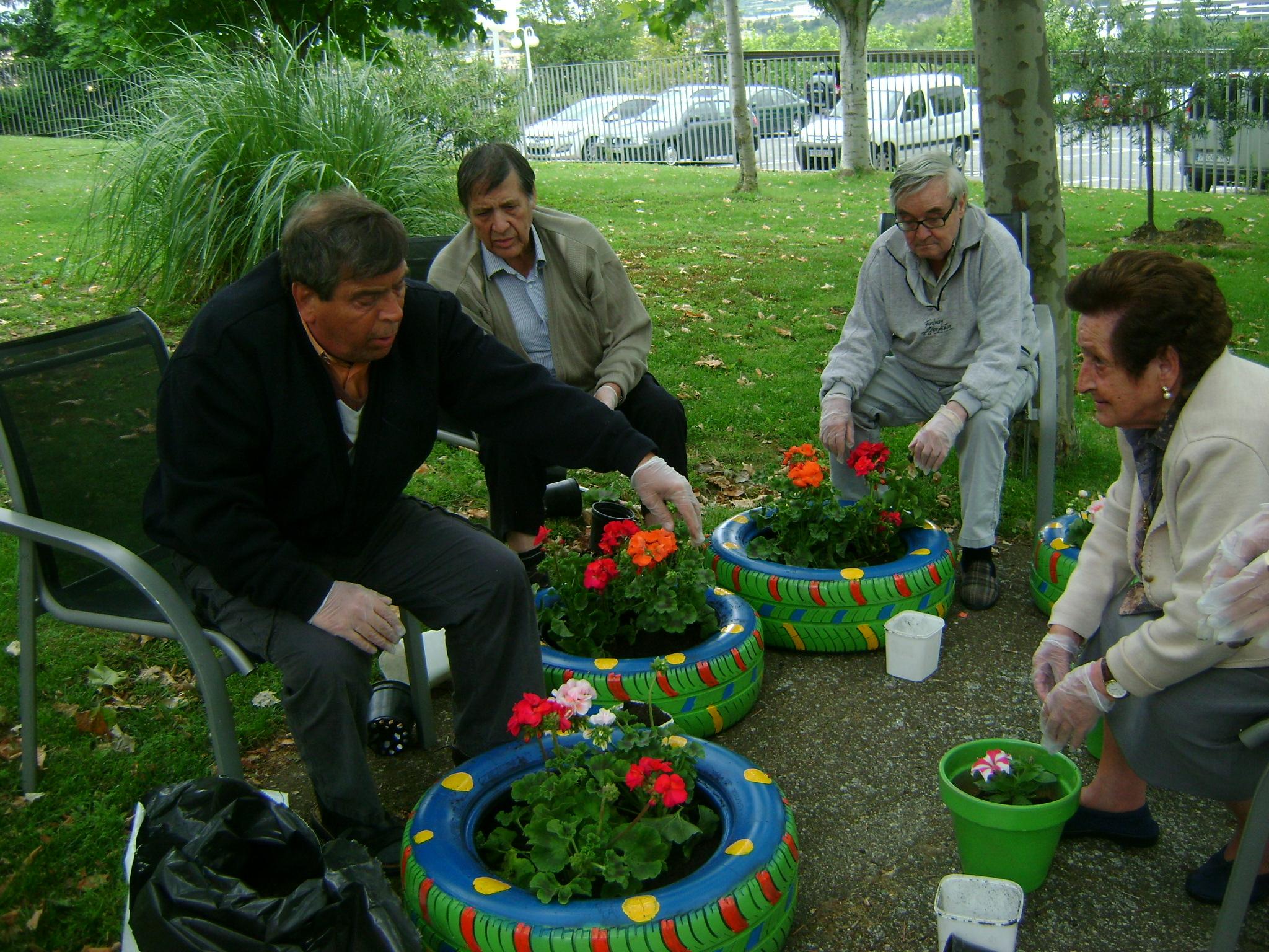La jardiner a y la cocina y ayudan a m s de personas for Objetos de jardineria