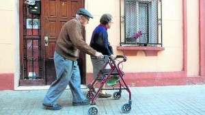 mayores-caminan-valencia--575x323