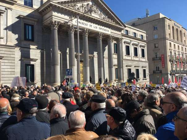 manifestacion_de_los_jubilados_contra_la_subida_de_mierda_de_las_pensiones_fuente_el_plural